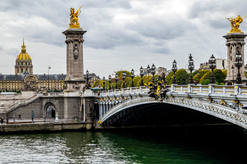 How to get from the Paris airport to the city.