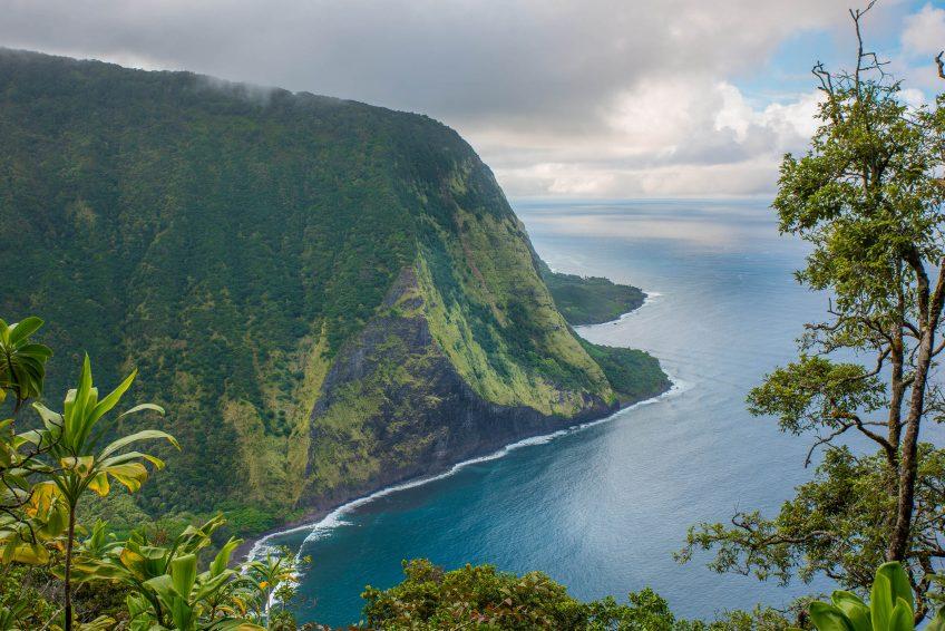 Waipio and Waimanu Valley Hiking trail and Camping Hawaii